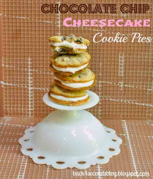Chocolate Chip Cheesecake Cookie Pies #whoopiepie #cookiesandwich #chocolatechipcookie #cheesecake #frosting