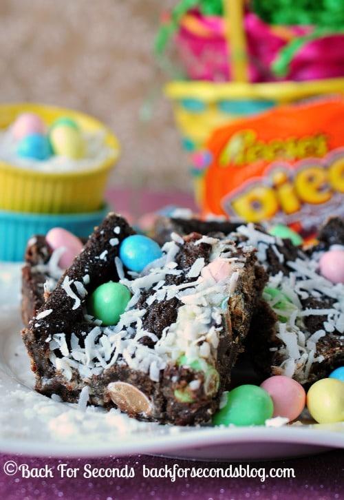 Easter Egg Magic Gooey Bars https://backforseconds.com  #recipe #easter #chocolate #reeses