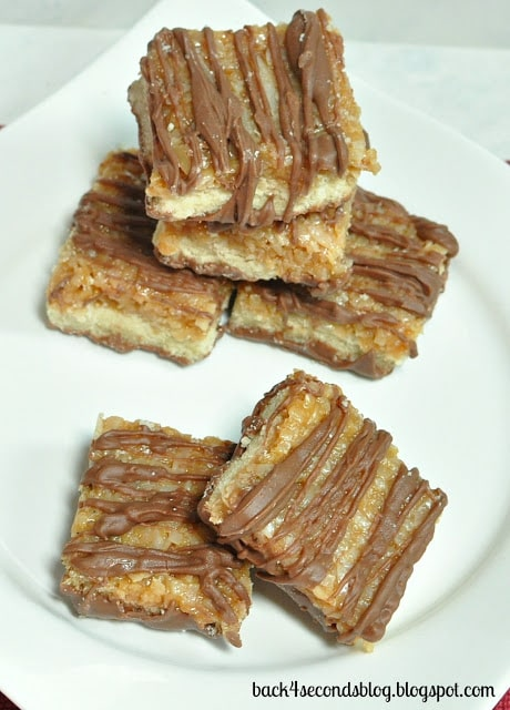 Homemade Samoas Bars - Just like the Girl Scout Cookie, in an easy to make bar! https://backforseconds.com #samoas #girlscoutcookie #caramel
