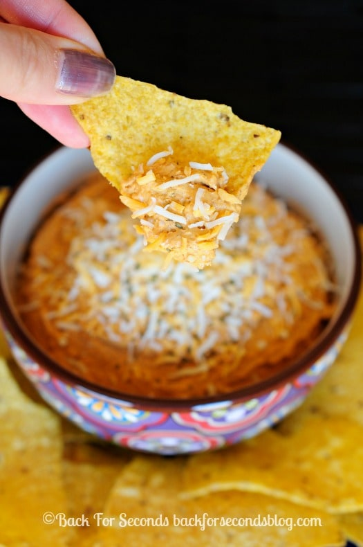 Chili Cheese Dip Recipe - so simple and easy and REALLY yummy!! #cheese #dip #appetizer