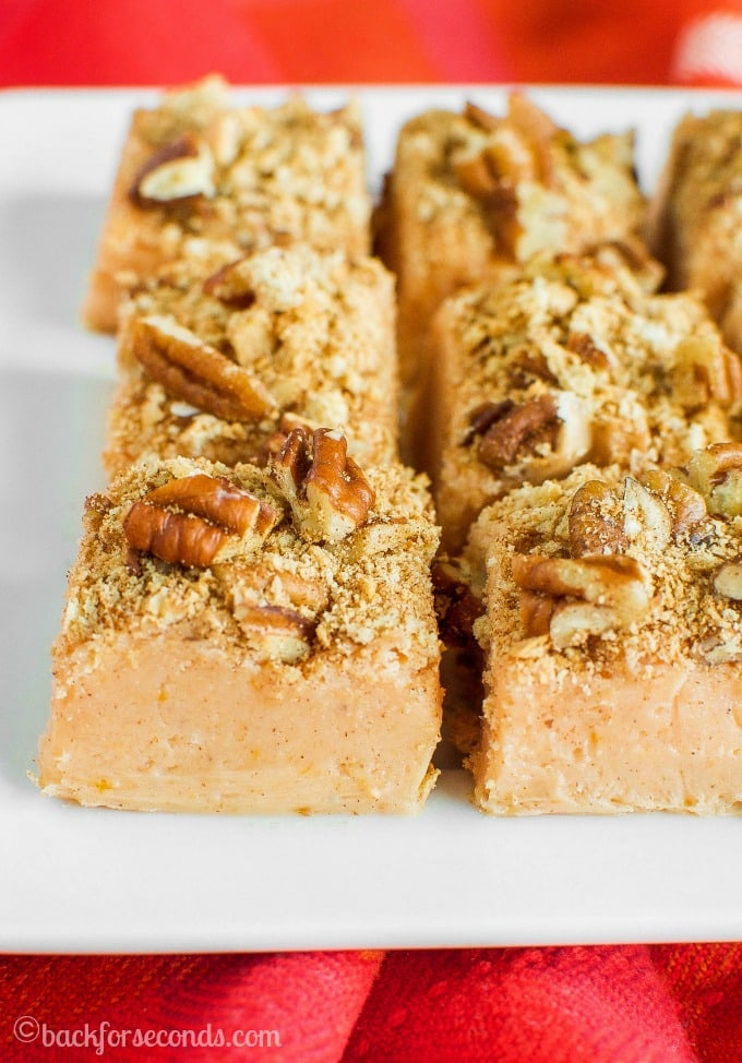 easy-pumpkin-pie-fudge-with-a-crunchy-pumpkin-spice-pecan-topping-has-all-the-festive-flavors-of-pumpkin-pie-in-an-easy