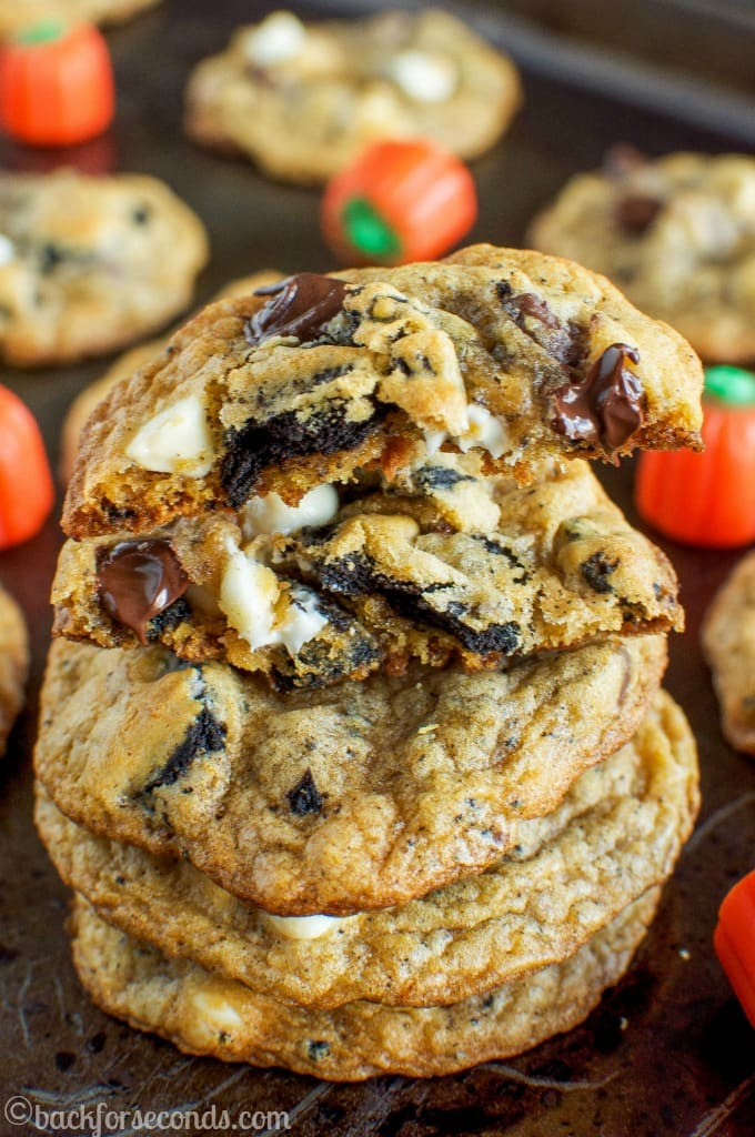 Pumpkin Pie Oreo Chocolate Chip Cookies - the perfect cookie for fall!