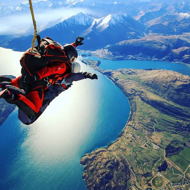 skydive Lake Taupo- 5 must book tours New Zealand - North Island