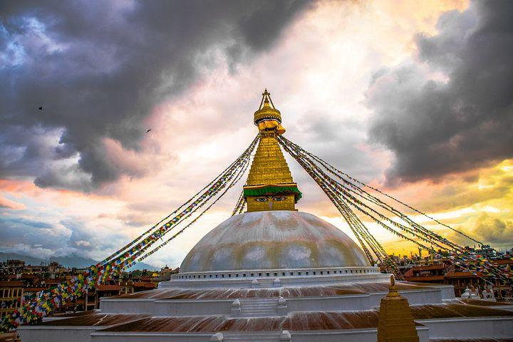 カトマンズから東約6kmに位置するボダナートにある世界最大級の仏塔(ストゥーパ)