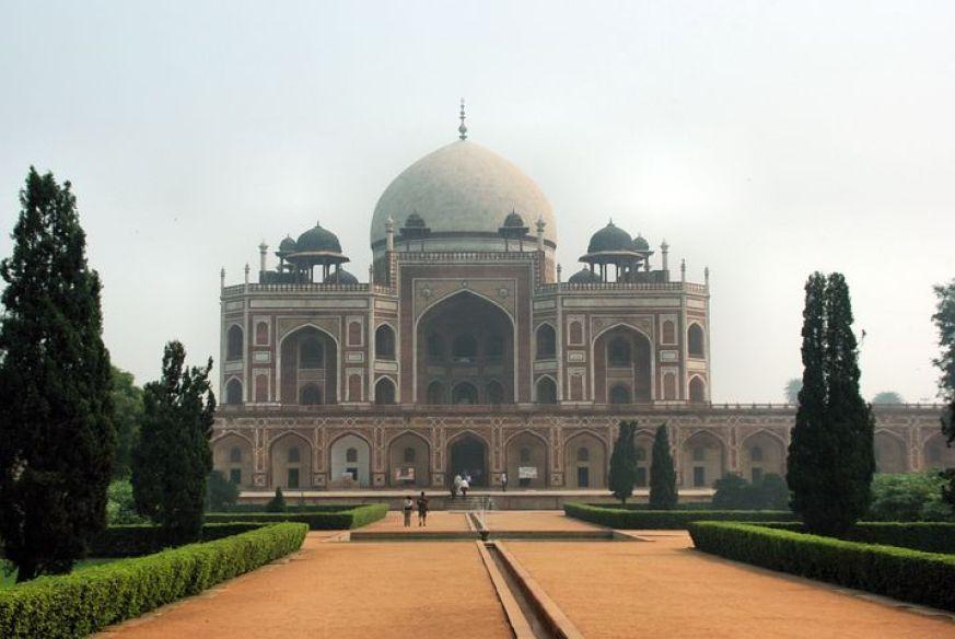デリーにあるインド・イスラーム建築の傑作「フマユーン廟」