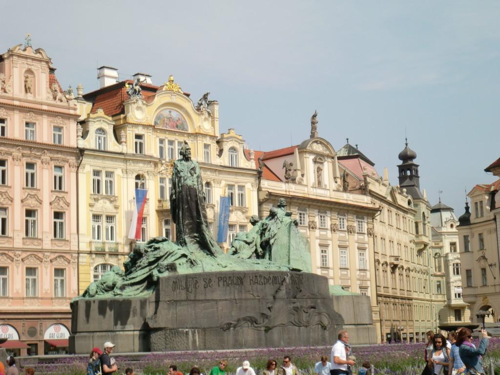 チェコの英雄ヤン・フス像