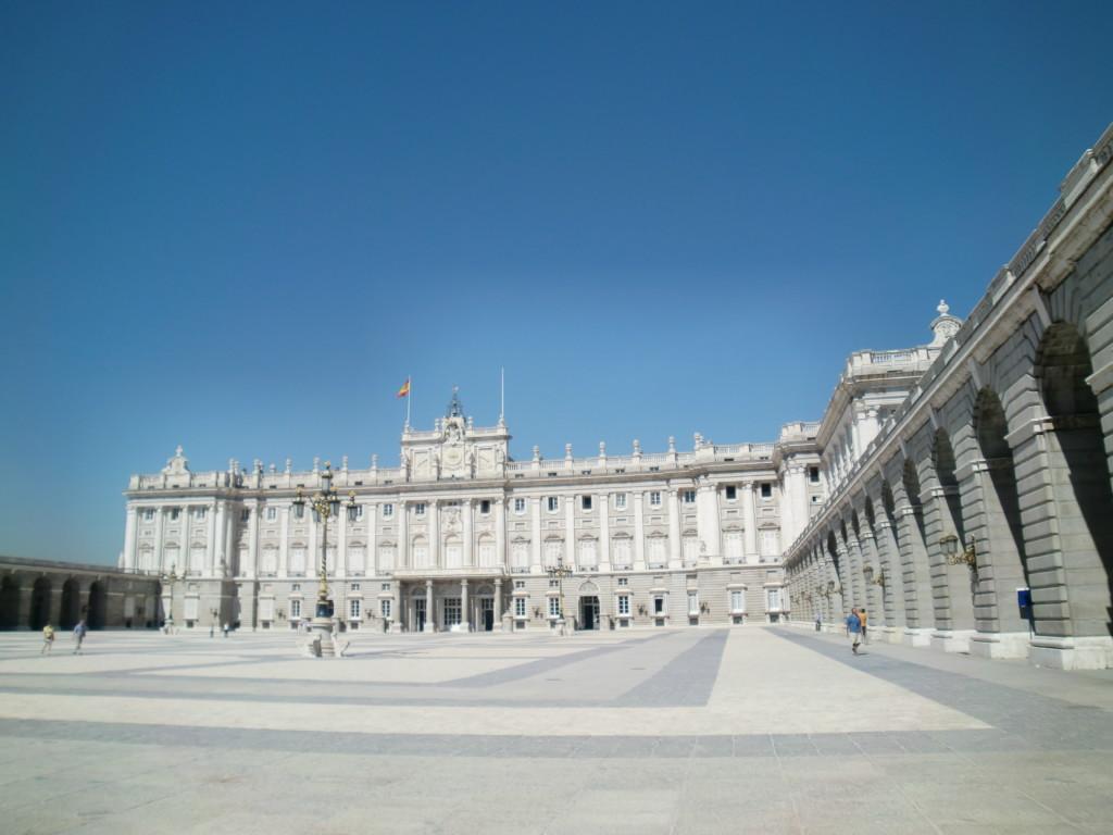 『王宮』は、ブルボン王朝第1代国王フェリペ5世の命により1764年に完成