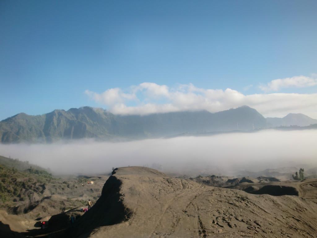 天国の階段を登り『ブロモ山の頂上』に到着