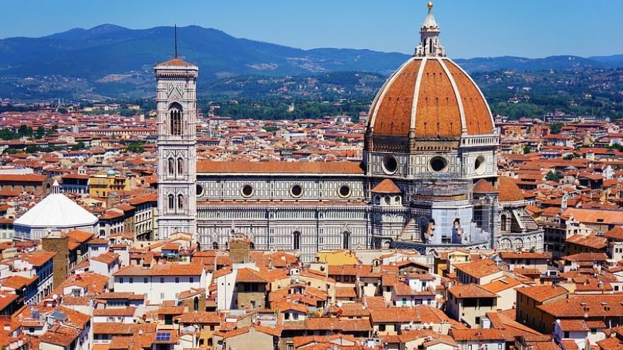 ルネッサンスの栄光を今に伝える、フィレンツェを代表する花の聖母教会ドゥオーモ。