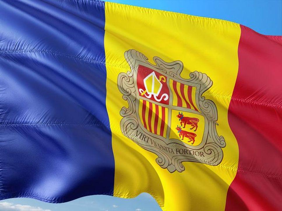 スペインとフランスに挟まれたピレネー山脈の真ん中にある人口約6万人程の小国が『アンドラ』