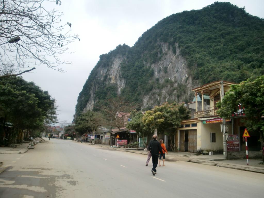 ラオスのルアンパバーンからベトナムの首都ハノイ