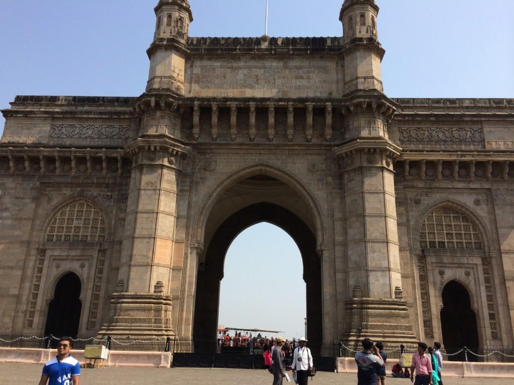 『インド門』は植民地時代を象徴する建物