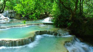 クアンシーの滝の石灰華段