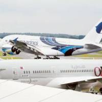 The Airbus A380 vs the Boeing 787 Dreamliner