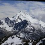 Jedziemy na aklimatyzację na szczyt Chacaltaya ok. 5300 mnpm – widok na Huyana Potosi 6088 mnpm