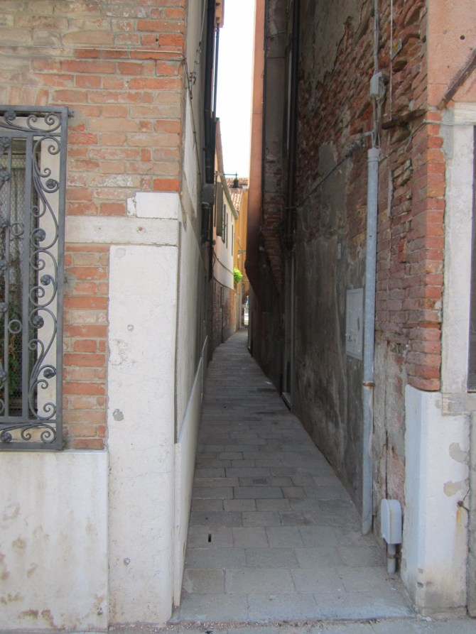 A narrow alley