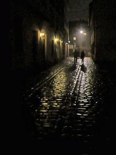 Girls Who Travel | Dimly lit cobblestone streets in Krakow