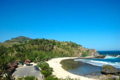 Yogyakarta Travel Guide Siung Beach