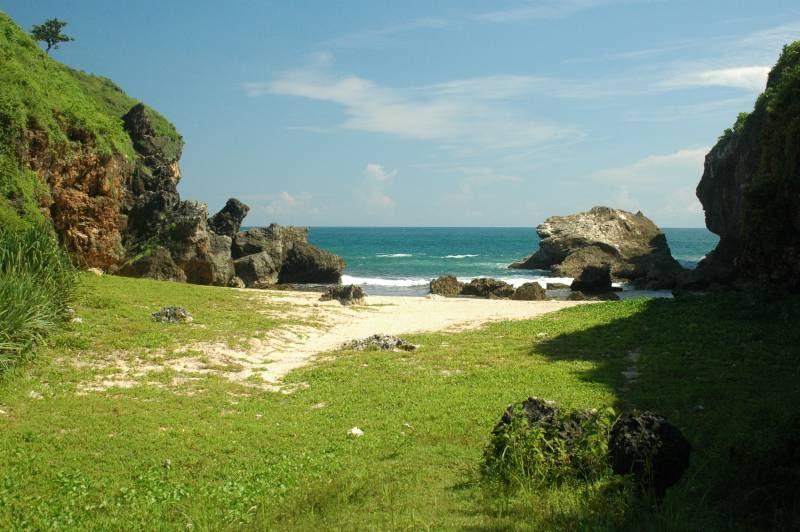 Yogyakarta Travel Guide Wohkudu Beach