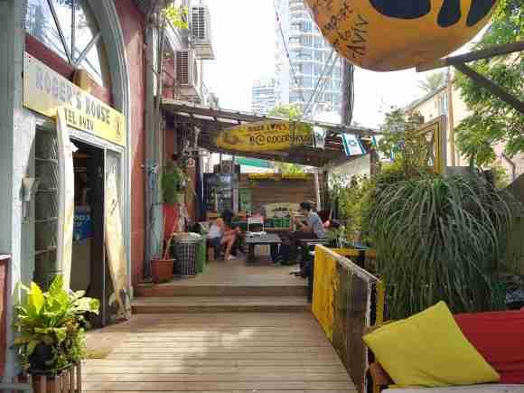 Roger's House Tel Aviv front yard