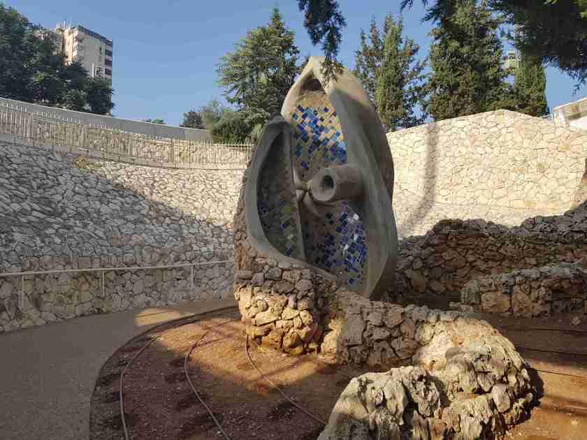 Statue near Lifta