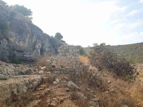 The ancient ruins next to Yishakh Caves