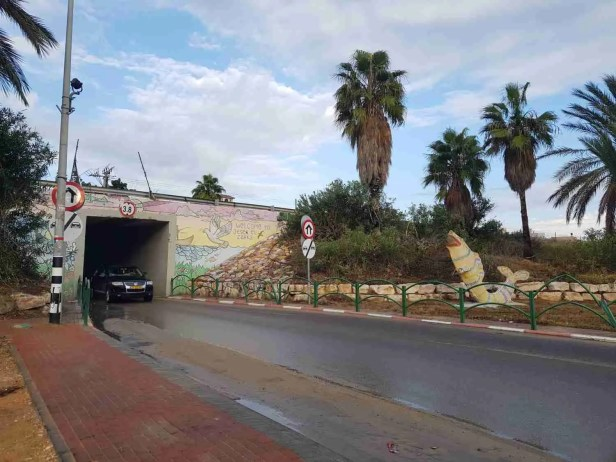 Undercrossing road number 2 to Jizr al Zarqa