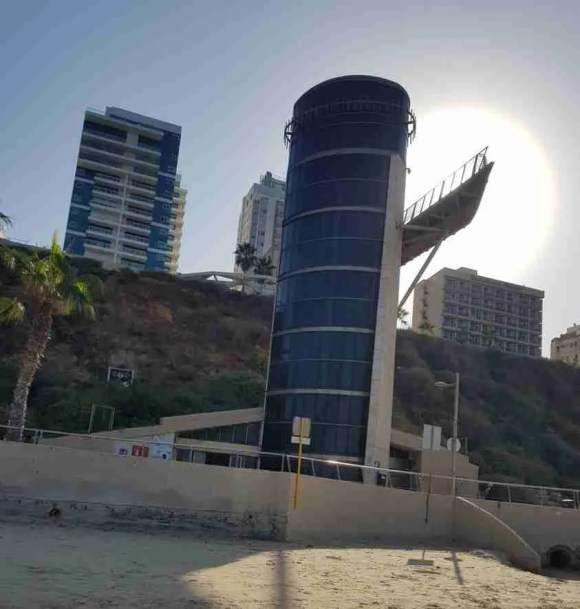Elevator to the Sea in Netanya