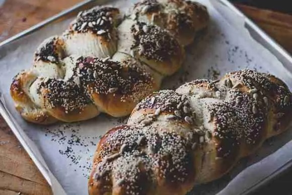 Challah bread - virtual lecture on Jewish traditions and customs