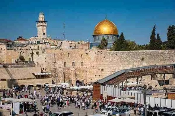 Visit the Western Wall on Sukkot