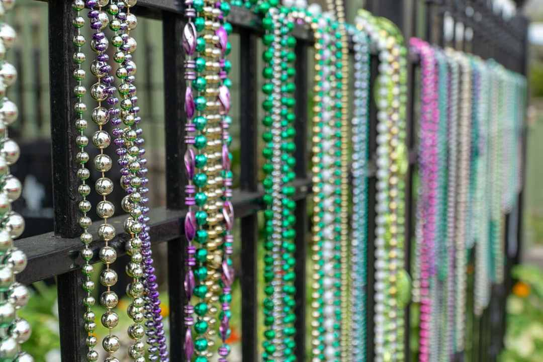 Guide to New Orleans: Beaded Fence in Garden District