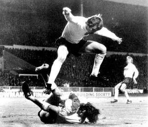 Tomaszewski smothers an English attack