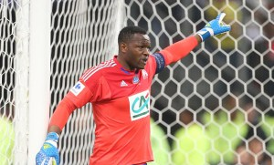 Everton look to boost goalkeeping stocks with Marseille's Steve Mandanda