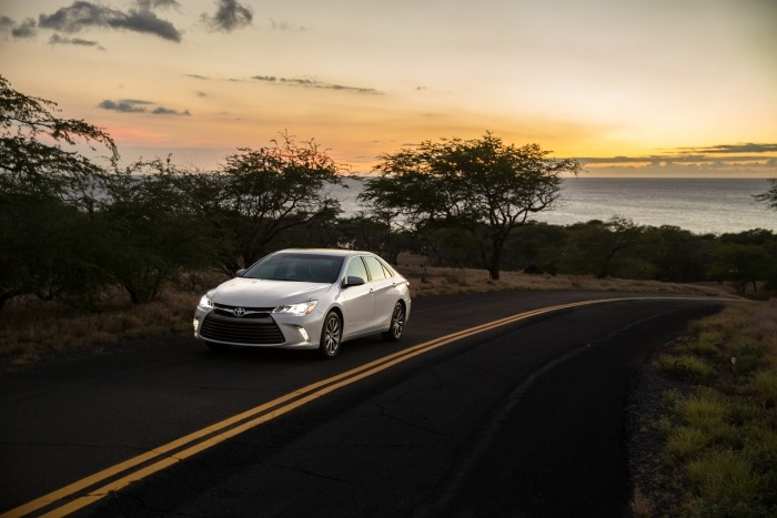 2015_Toyota_Camry_XLE_003