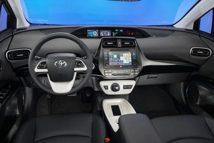 2016_Toyota_Prius_Four_Touring_20_FEE01BFAD36558F540C52B796CBE1BF649CEFD85