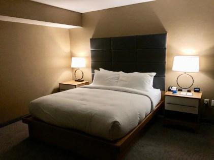 Doubletree bed - 3 Awe-Inspiring Niagara Falls USA Attractions