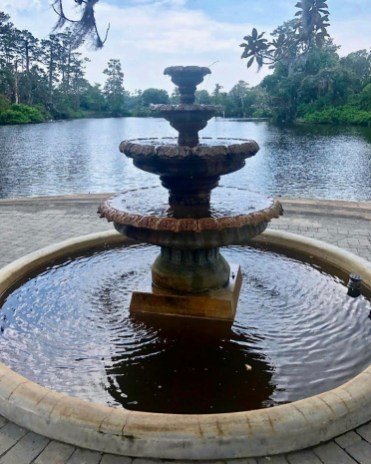 Airlie Gardens fountain - Wilmington, North Carolina: Hooray for Hollywood & Hometown Hospitality!