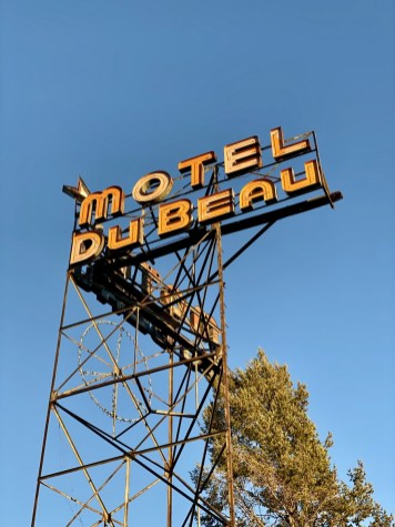 Motel Du Beau neon sign