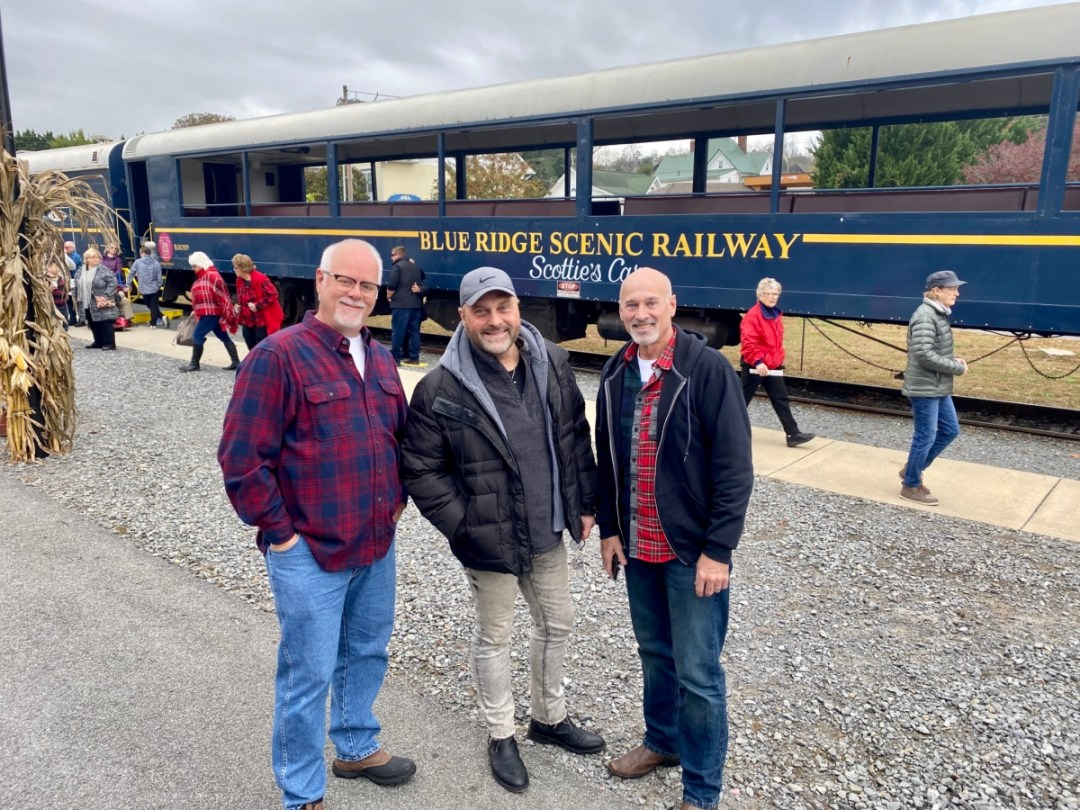 Blue Ridge GA amigos - Hop a Scenic Mountain Train in Blue Ridge, Georgia