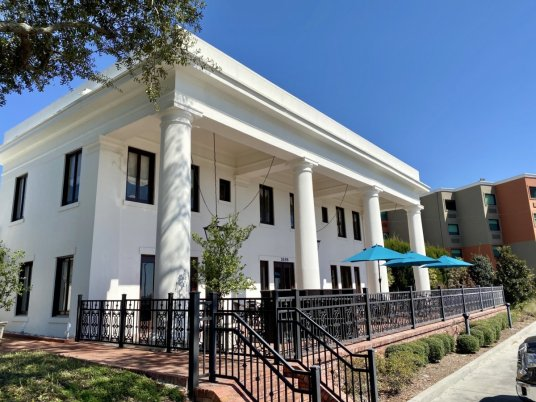 White Pillars - 18 Favorite Mississippi Gulf Coast Restaurants