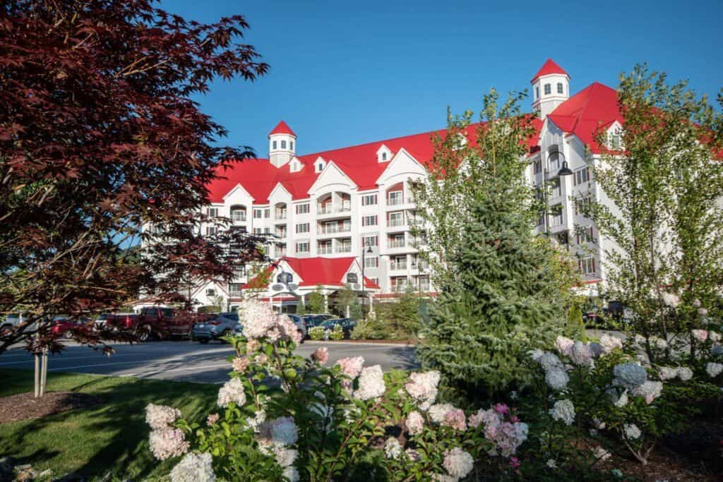 A view of the outside of Riverwalk Resort at Loon Mountain