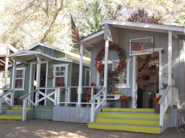 4 - oak_tree_village_oak_glen_california