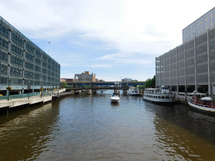 2-milwaukee-boatline-tour