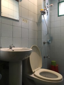Nido Bay Inn bathroom