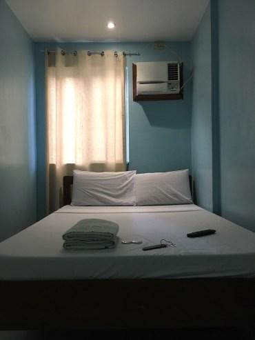 Nido Bay Inn bed