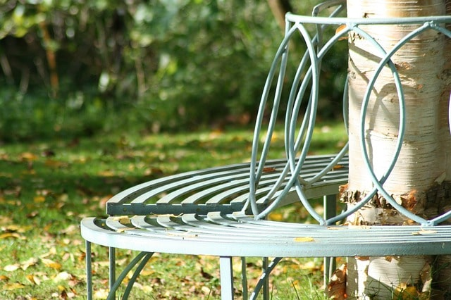 Most Important Tips for Building an Outdoor Garden Bench 4