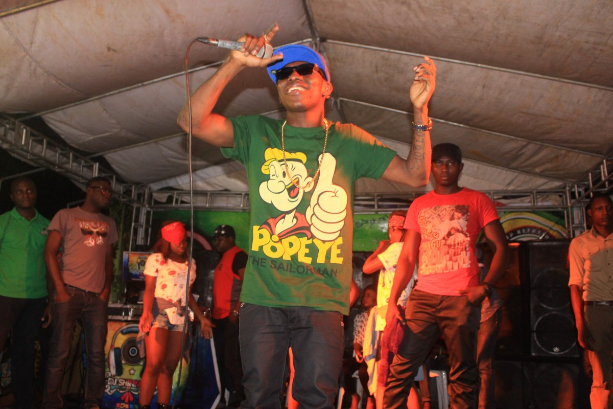 ANOTHER HOT NEW PHOTOS-Small Doctor Performing in Akure,Ondo state at Honourable Trophy Retailers reward Show