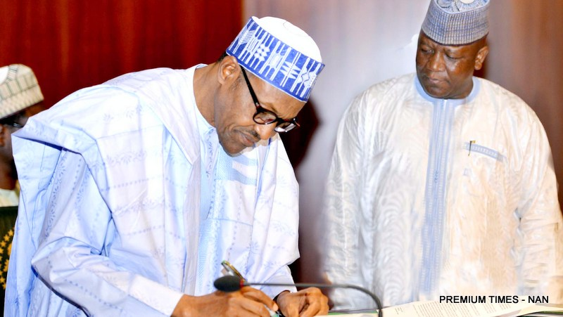 PIC.-28.-PRESIDENT-BUHARI-SIGNS-NIGERIA'S-COMMITMENT-TO-ERADICATE-POLIO-IN-ABUJA