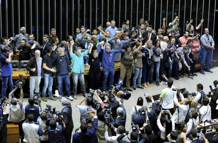 demonstrators-in-favor-of-a-military-intervention-in-brazil-696x456