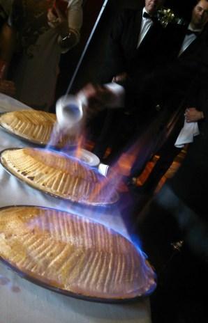 Flambeando el soufflé sorpresa. / B